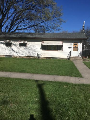1011 College Street N Photo 1