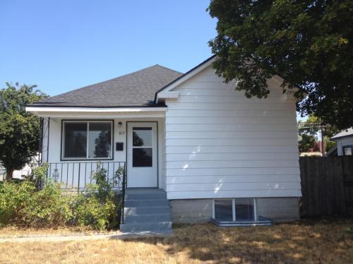 817 E Gordon Avenue Photo 1