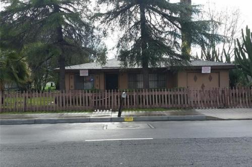 387 E Rialto Avenue Photo 1