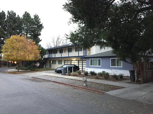 405 Oak Street #1 Photo 1