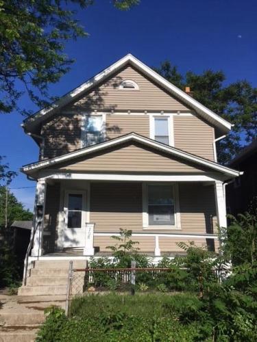 708 Carpenter Street Photo 1