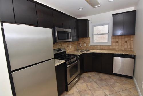 513 W Thompson Street Photo 1