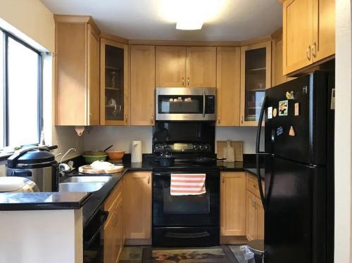 4822 Iris Terrace Photo 1