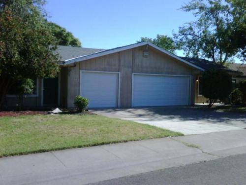7040 Cherrytree Avenue Photo 1