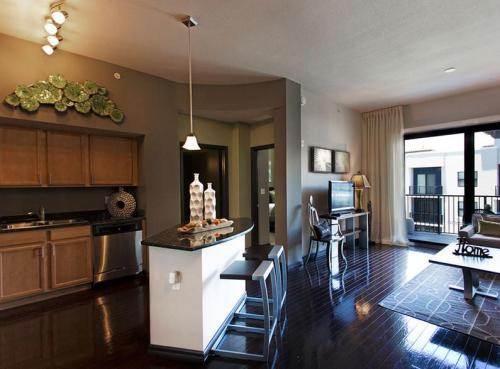 442 NE 4th Avenue Photo 1