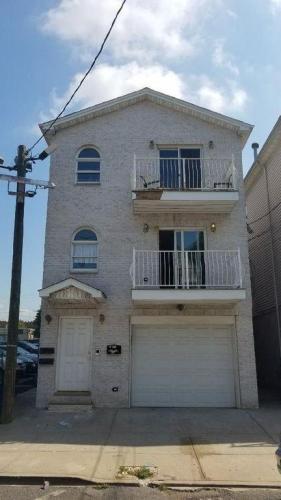 322 Claremont Avenue Photo 1