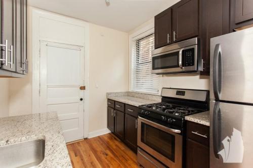 4725 N Leavitt Street Photo 1
