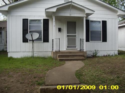 1027 W Chestnut Street Photo 1