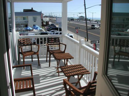 1113 N Ocean Avenue Photo 1