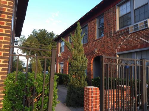 1109 S Jennings Avenue #4 Photo 1