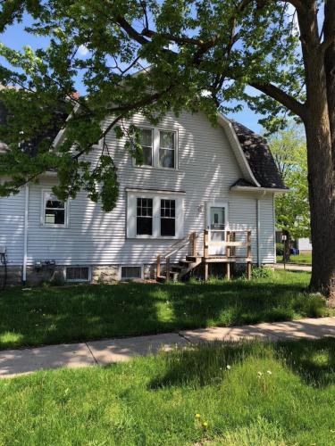 320 Fraser Street Photo 1