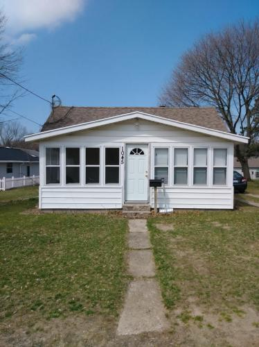 1045 Alderman Street Photo 1