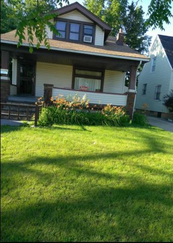Maplerow Avenue Photo 1