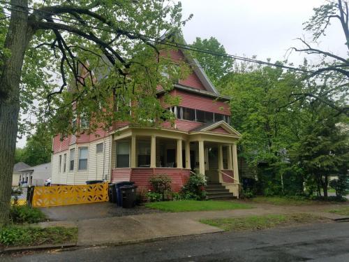 W Elm Street Photo 1