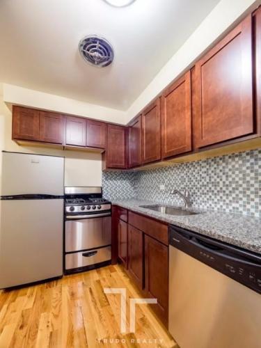 555 W Arlington Place Photo 1