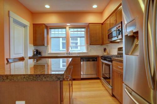 1747 27th Lane NE Photo 1