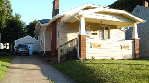 948 Davies Avenue Photo 1