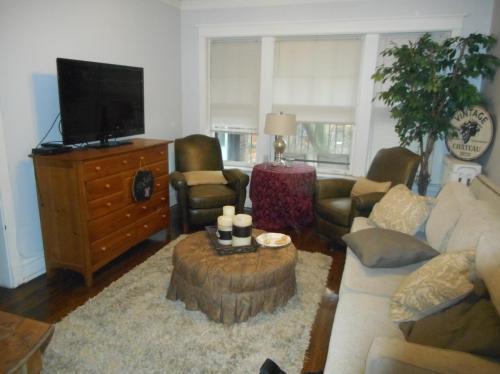 6555 N Lakewood Avenue #1 Photo 1