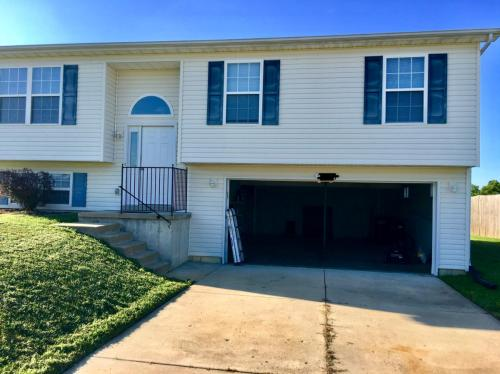 3 Bedroom Houses for Rent near Black Hawk Middle School from