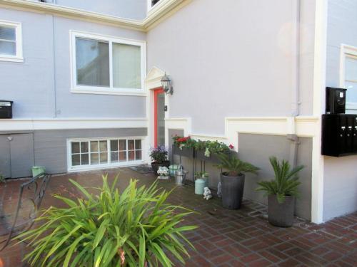 669 Oakland Avenue Photo 1
