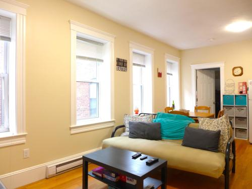 864 Huntington Avenue #3R Photo 1
