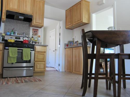 845 W Colorado Boulevard #FRONT HOUSE Photo 1