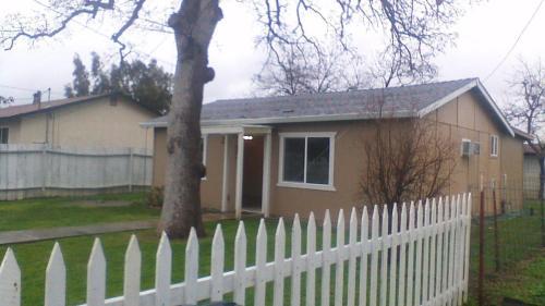8084 Buena Vista Avenue Photo 1