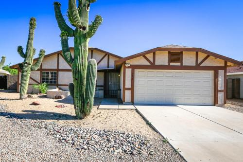 7635 W Desert Cove Avenue Photo 1