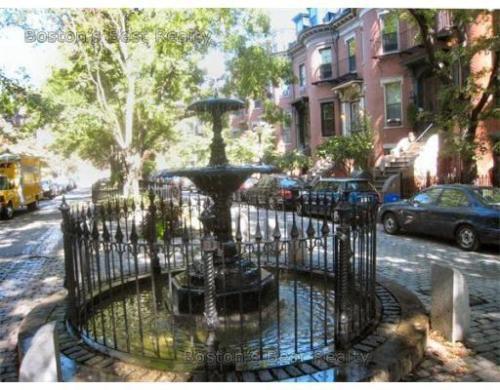 20 Concord Square Photo 1