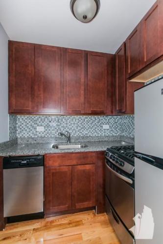 554 W Arlington Place Photo 1
