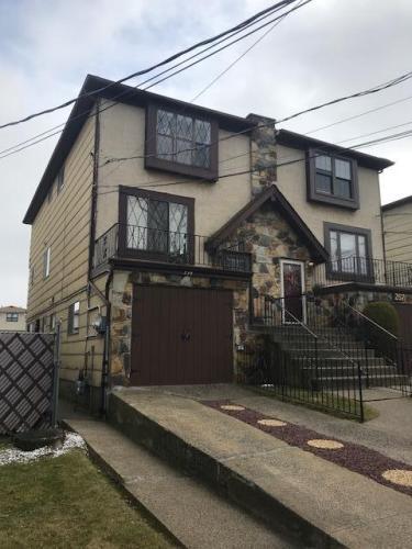 100 Grantwood Avenue Photo 1