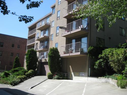505 W Roy Street #202 Photo 1