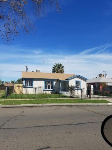 4619 E Montecito Avenue Photo 1