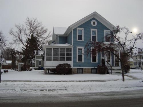 690 Monroe Street Photo 1