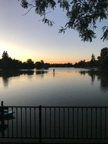 633 Lake Terrace Circle Photo 1