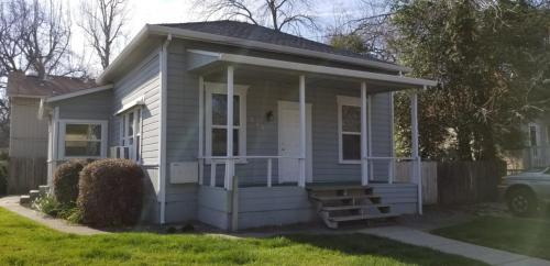 340 Oak Street Photo 1