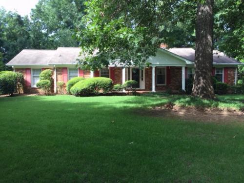 120 Oakwood Terrace Photo 1