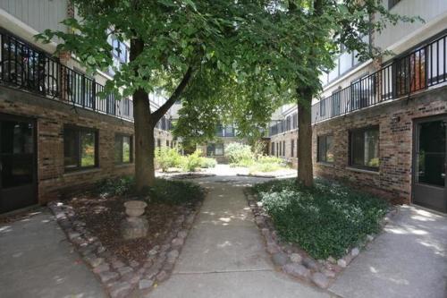 W Belden Avenue Photo 1