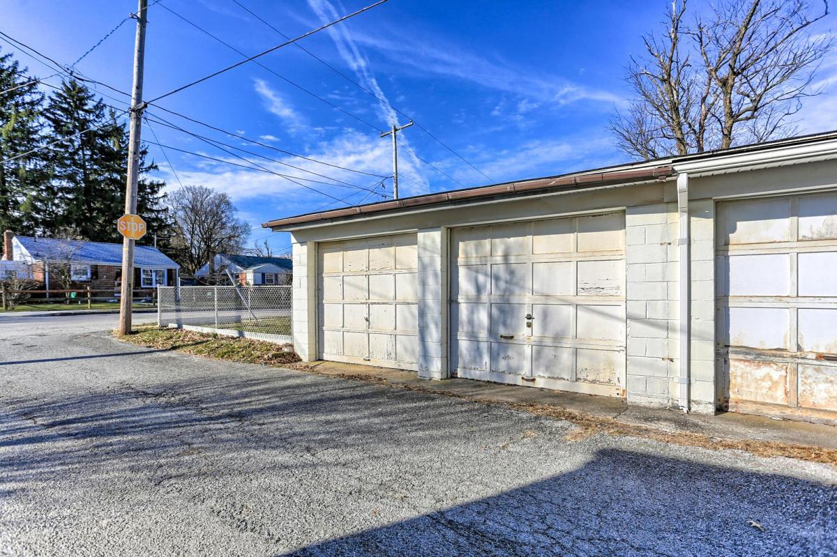 641 Courtland Street Apt Garage York Pa 17403 Hotpads