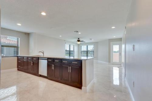 6646 Villa Sonrisa Drive Photo 1