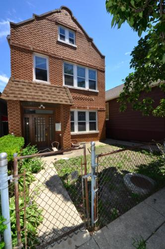 3657 S Marshfield Avenue #1F Photo 1