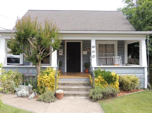 410 W Smith Street Photo 1
