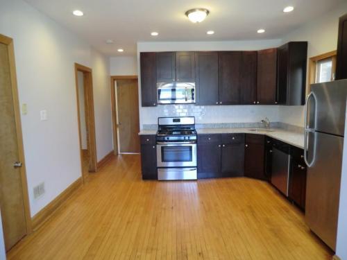 3541 N Claremont Avenue Photo 1