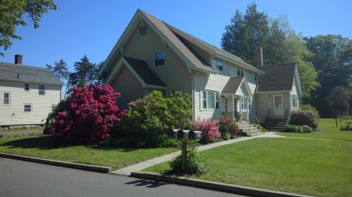 32 Mountain View Avenue #B Photo 1