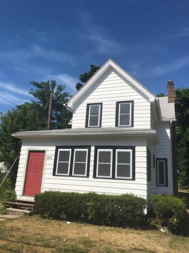 202 Cottage Street #UPSTAIRS Photo 1