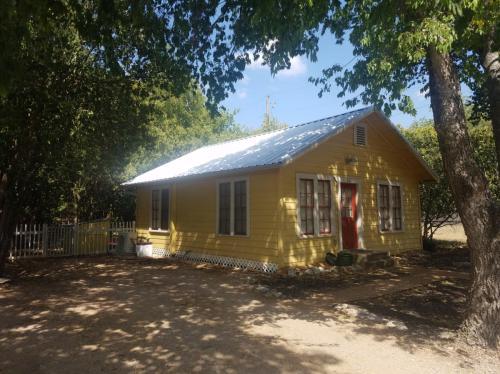 107 Oak Drive Photo 1