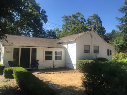 1253 Monticello Road Photo 1
