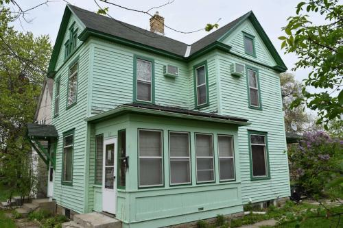 631 Erie Street SE Photo 1