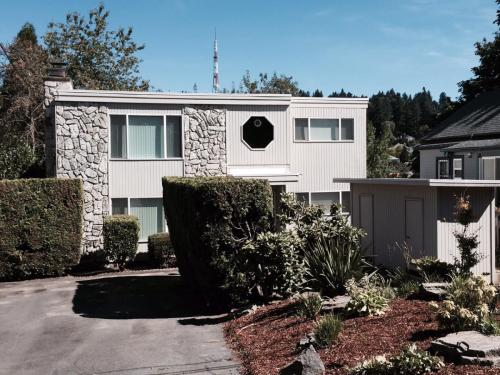 2115 SW Idaho Street Photo 1