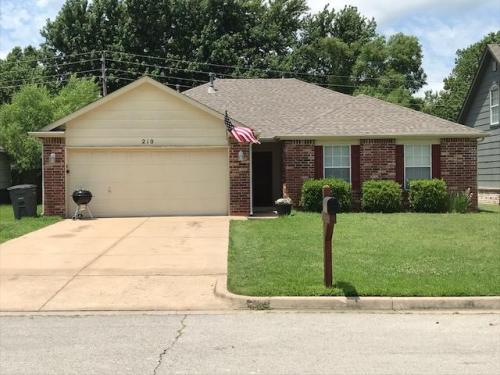 210 N Valley Drive Photo 1